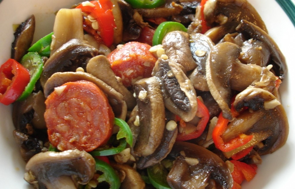 Chorizo z pieczarkami i warzywami