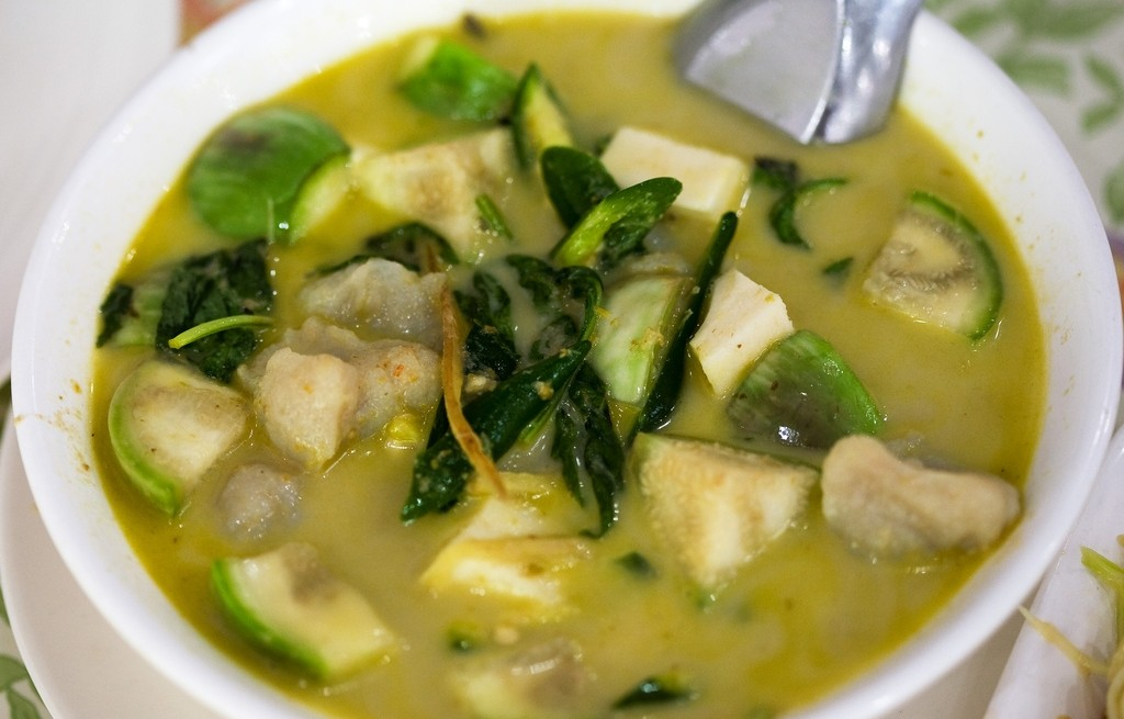 Zupa rybna z bakłażanem w curry