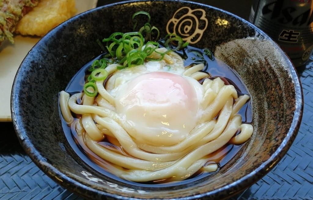 Makaron udon w bulionie i z jajkiem