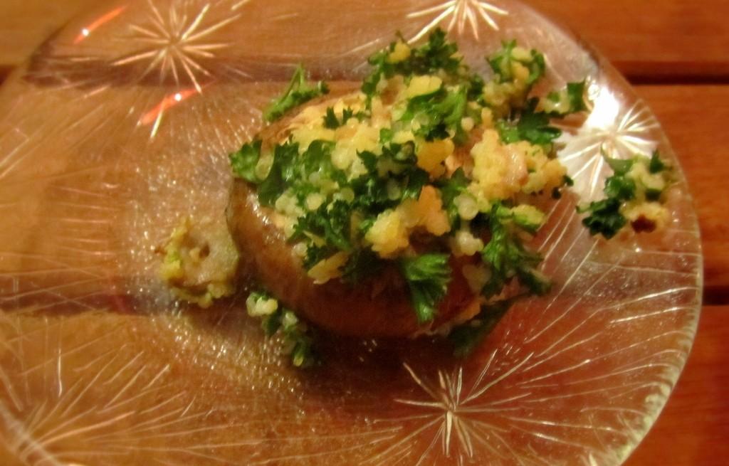 Pieczarki z komosą ryżową i serem