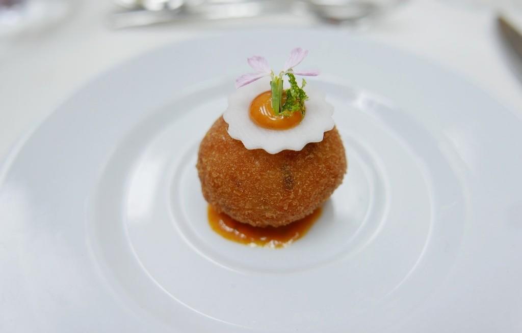Kule serowo-krewetkowe z sosem