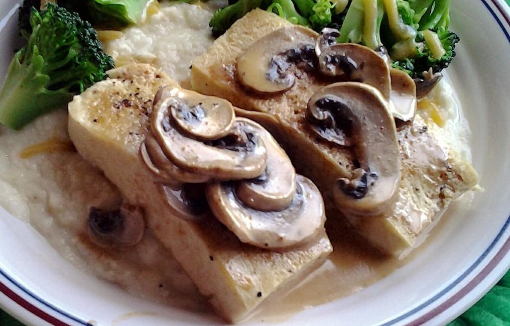 Tofu z warzywami i pieczarkami