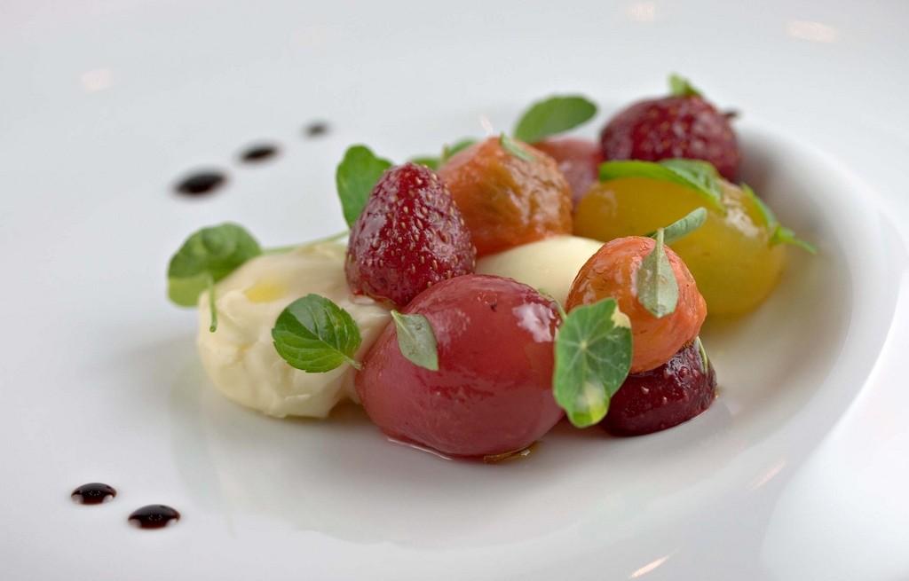 Sałatka owocowo-warzywna z burratą