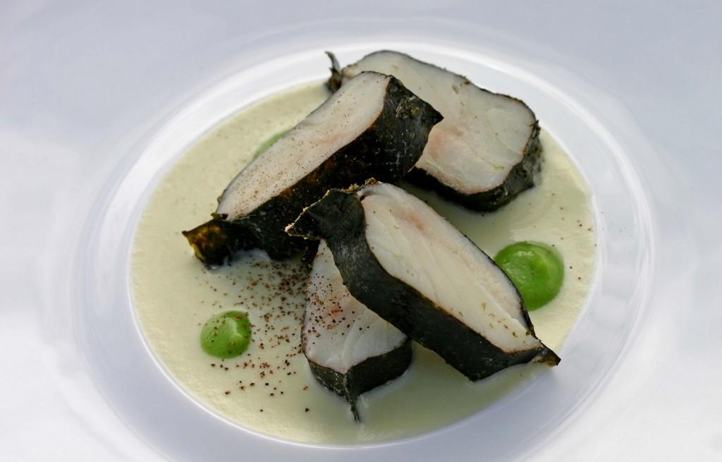 Węgorz w miksie kalafiorowo-brokułowym