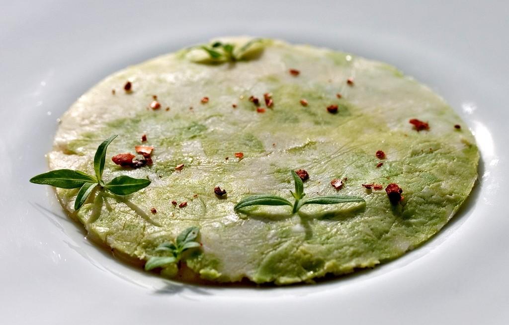 Tortilla przegrzebkowa z serem i bazylią
