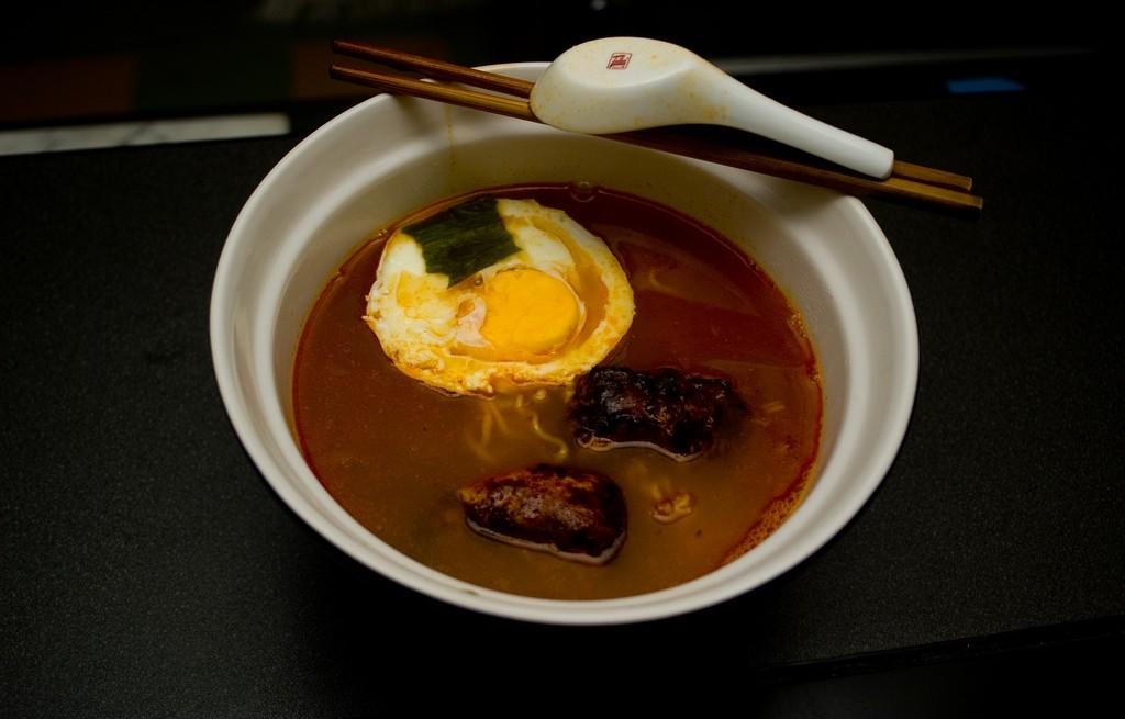 Zupka chińska z żeberkami i jajkami