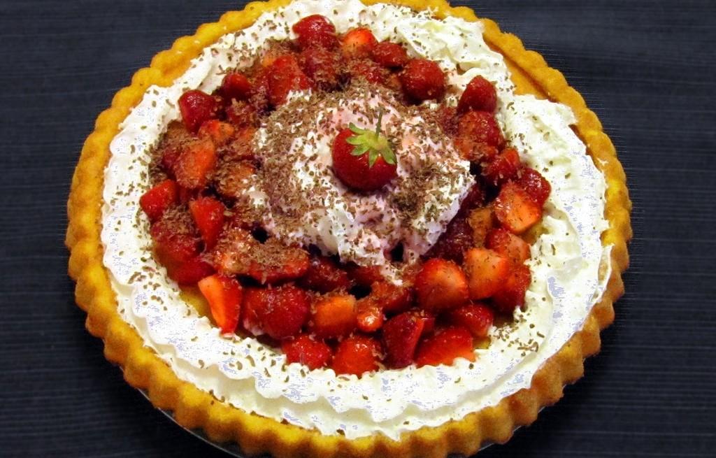 Szybkie ciasto truskawkowe ze śmietaną