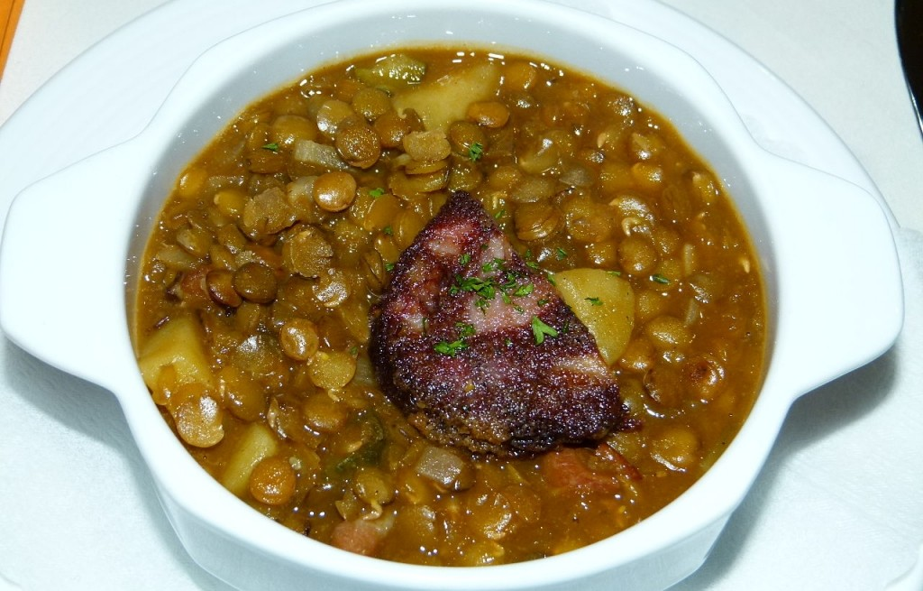 Zupa z zielonej soczewicy z kaszanką