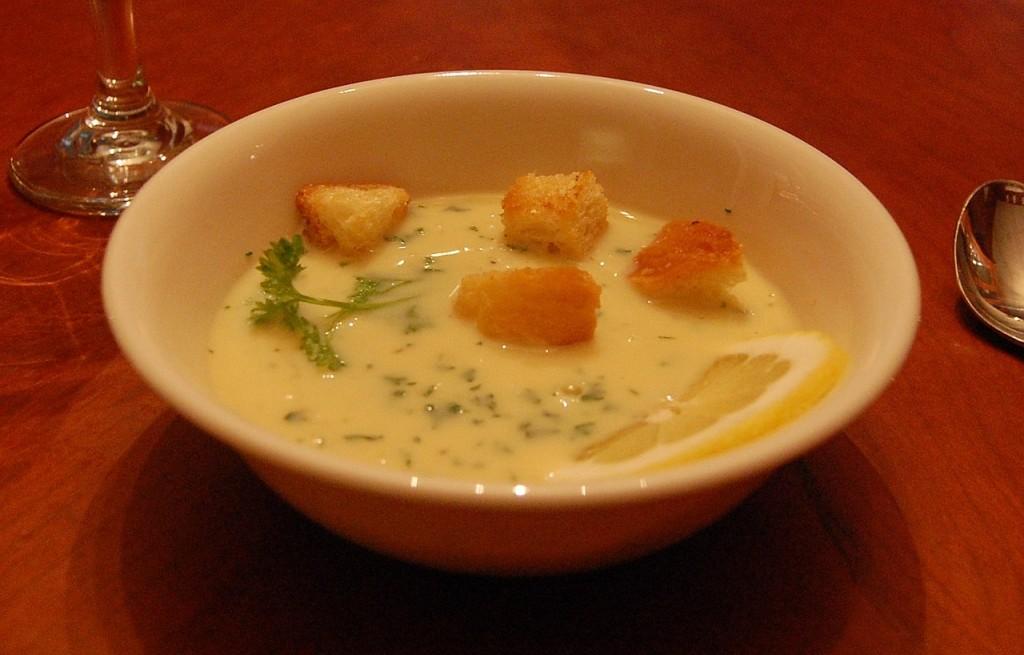 Avgolemono - grecka zupa jajeczno-cytrynowa