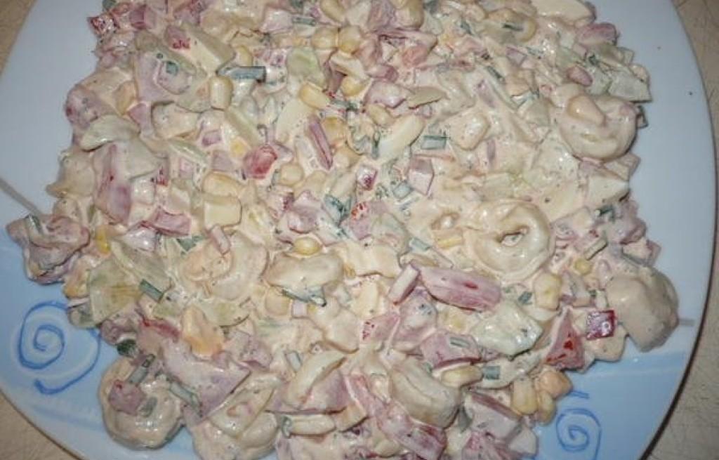 Sałatka z pierożków tortellini
